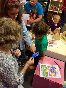 Niños jugando en el taller del CCE
